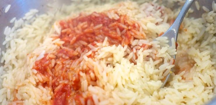 Reis und Tomatenpüree