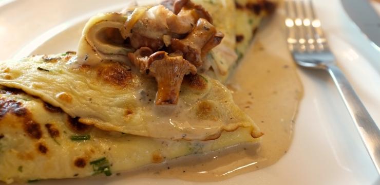 Hermbst-Omelette mit Pilz Füllung und Roquefortsrahmsauce